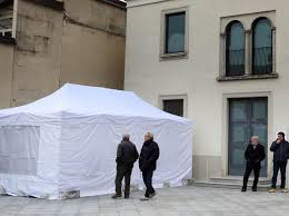 preti in tenda